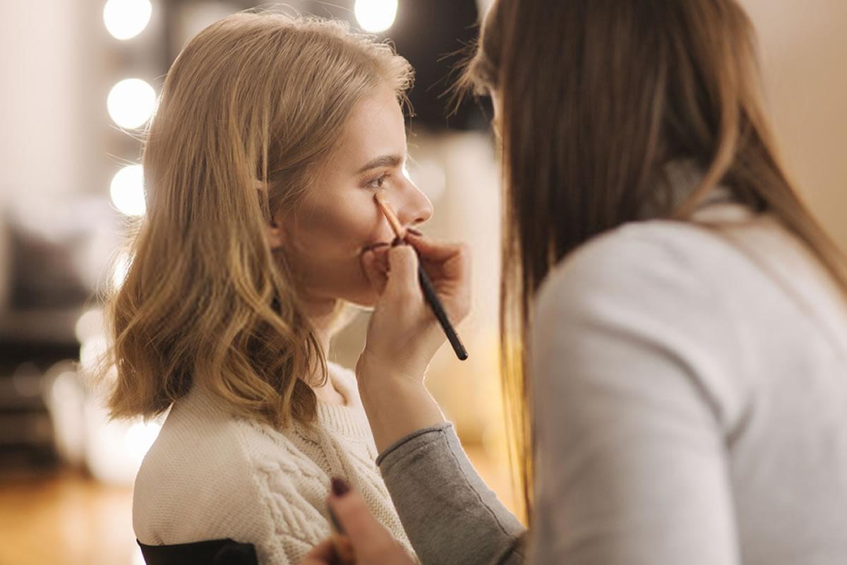 erros na hora de fazer maquiagem que te deixam mais velha
